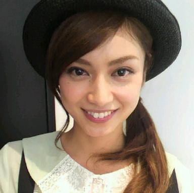 帽子姿の平愛梨